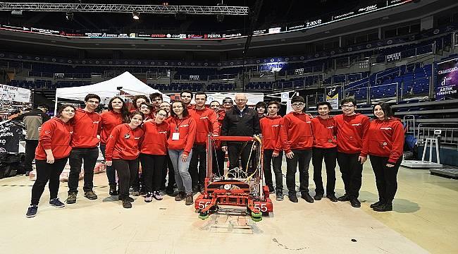 Bosch'dan robotlarla yarışan lise öğrencilerine destek!