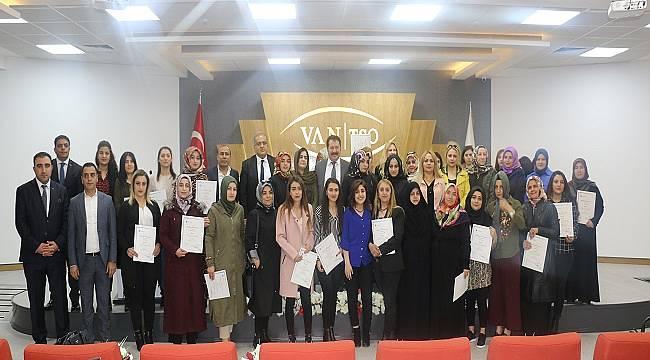 VANLI KADINLAR: 'Kadın Girişimci Yönetici Okulu' eğitimlerini tamamlayıp sertifikalarını aldılar