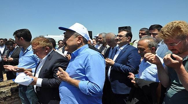 Enerji Bakanı Dönmez Cenazeye katıldı!