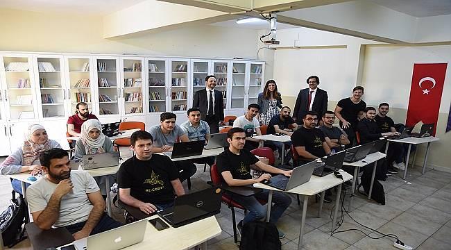 GAZİANTEP'DE BAŞLADI: Dezavantajlı gençlere kodlama eğitimi veriyor