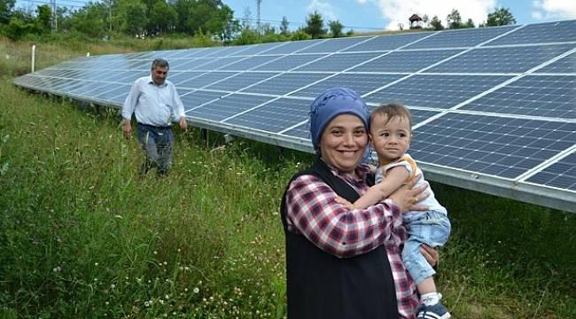 Girişimci Ayşe Bakır kurduğu güneş santraliyle ilçenin elektriğini karşılıyor