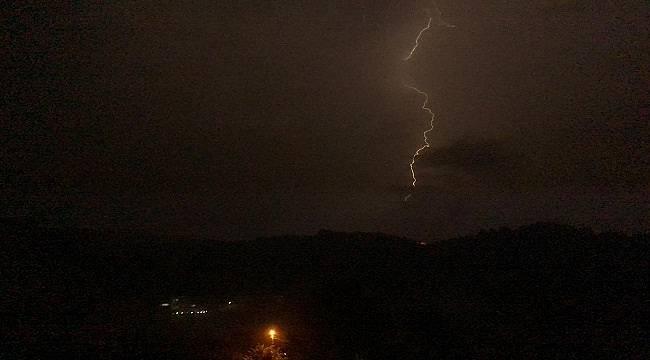 Şimşekler 'Geceyi Gündüze' çevirdi (FOTO HABER)