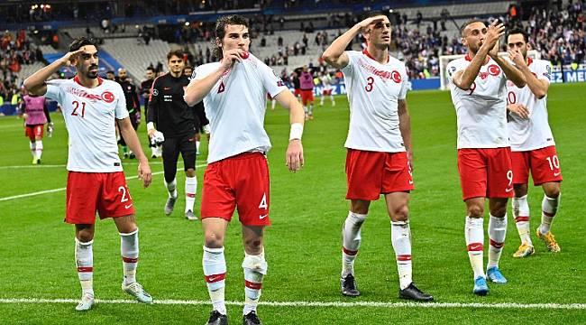 Enerji Bakanı Dönmez: Mehmetçik'e selam eden A Milli Futbol Takımımızı kutluyorum