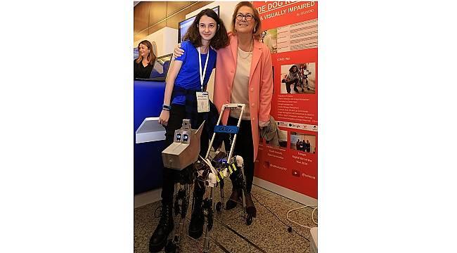ROBOT: Görme engelliler ve Alzheimer olan bireyler için