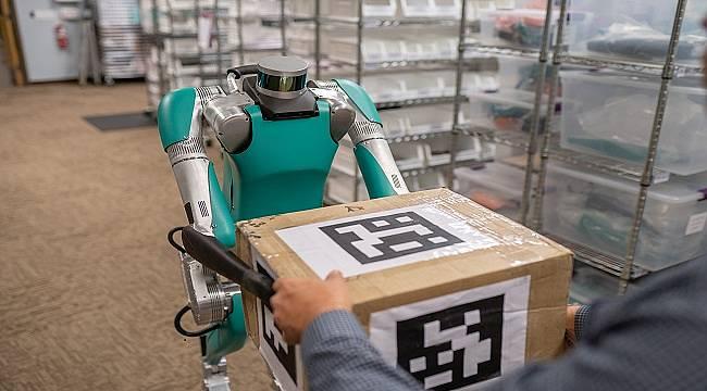 İZLEDİNİZ Mİ? İnsan gibi çalışan robot.. (VİDEO)