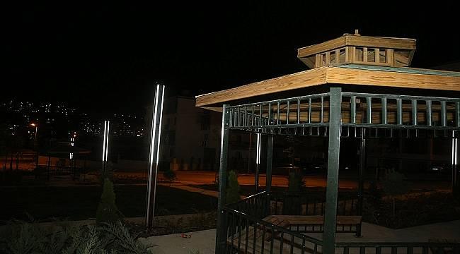 Belediye 'Güneş enerjili aydınlatma direkleriyle' elektrikten yüzde 100 tasarruf sağlıyor!
