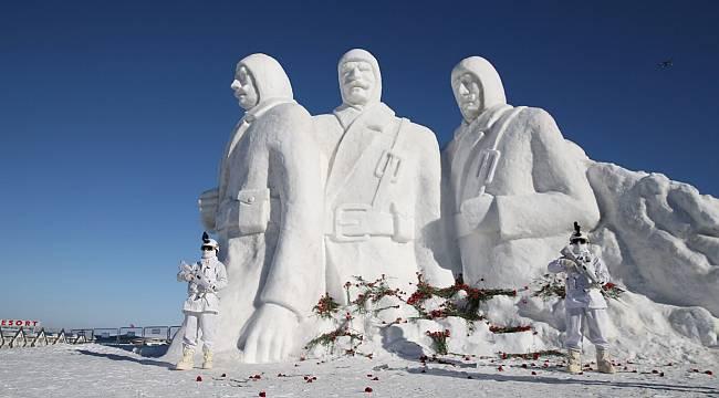 Enerji Bakanı Dönmez: Sarıkamış - Kardan Heykeller Sergisi'ni açtık